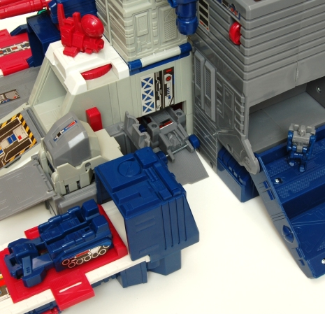 Fortress Maximus Inhabitants
